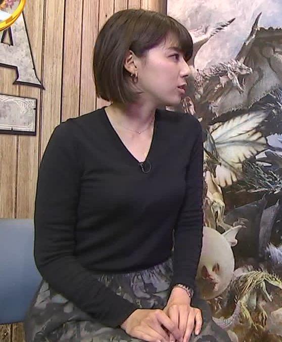 上村彩子アナ 机の下のミニスカ▼ゾーンキャプ・エロ画像4