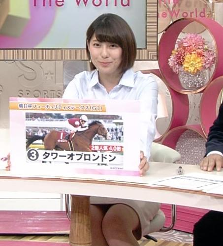 上村彩子アナ 机の下のミニスカ▼ゾーンキャプ・エロ画像7