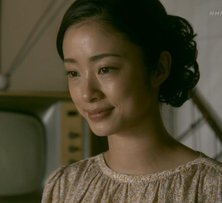 上戸彩 NHKのドラマで爆乳が際立つ!!キャプ・エロ画像
