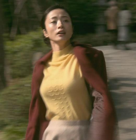 上戸彩 NHKのドラマで爆乳が際立つ!!キャプ・エロ画像5