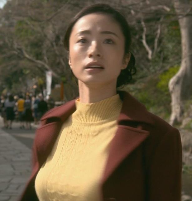 上戸彩 NHKのドラマで爆乳が際立つ!!キャプ・エロ画像6