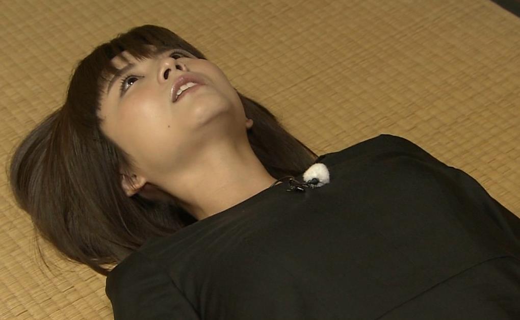宇賀なつみアナ エロ過ぎるピタパンお尻のアップキャプ・エロ画像7
