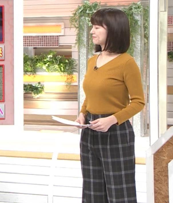 宇賀なつみアナ タイヤチェーン取り付けでエロい胸元キャプ・エロ画像4
