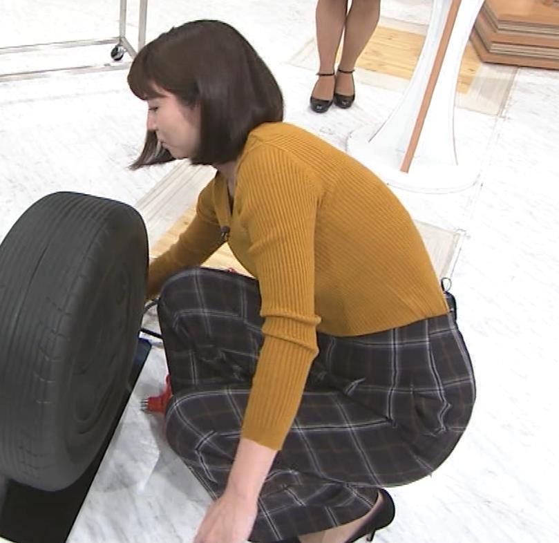 宇賀なつみアナ タイヤチェーン取り付けでエロい胸元キャプ・エロ画像7