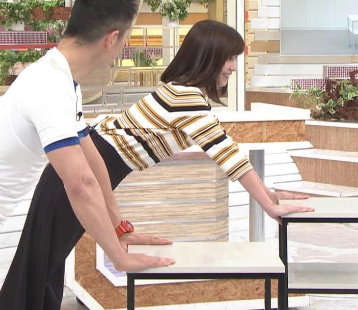 宇賀なつみアナ エロい体操で胸元チラリ!キャプ・エロ画像6