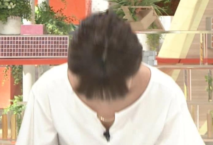 宇賀なつみアナ 胸のサイズ感がわかるGIF動画キャプ・エロ画像12
