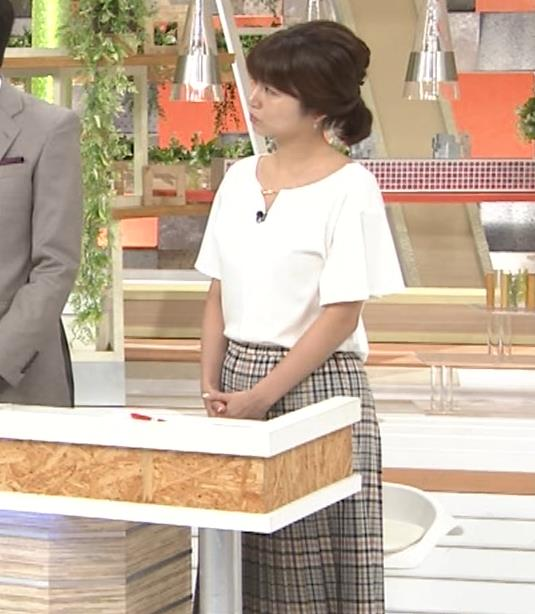 宇賀なつみアナ 胸のサイズ感がわかるGIF動画キャプ・エロ画像8