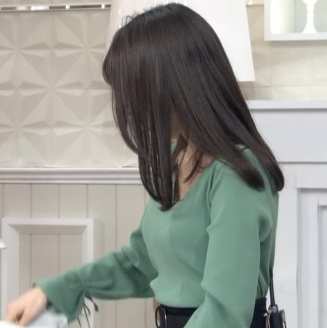 宇垣美里アナ 胸元緩めのニット乳キャプ・エロ画像8