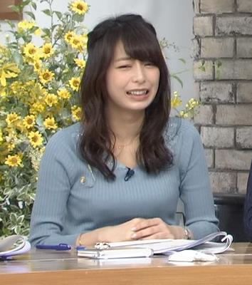宇垣美里アナ おっぱいを押し潰してるところキャプ・エロ画像7