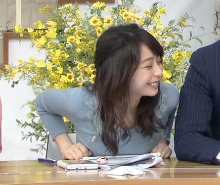 宇垣美里アナ おっぱいを押し潰してるところキャプ・エロ画像9