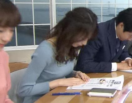 宇垣美里アナ おっぱいを押し潰してるところキャプ・エロ画像10