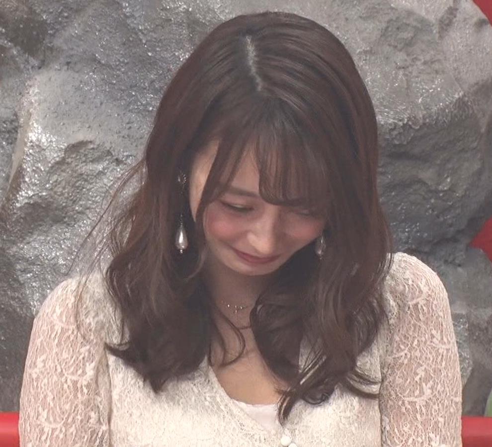 宇垣美里 胸元が開いたエロい服で地上波出てるキャプ・エロ画像5