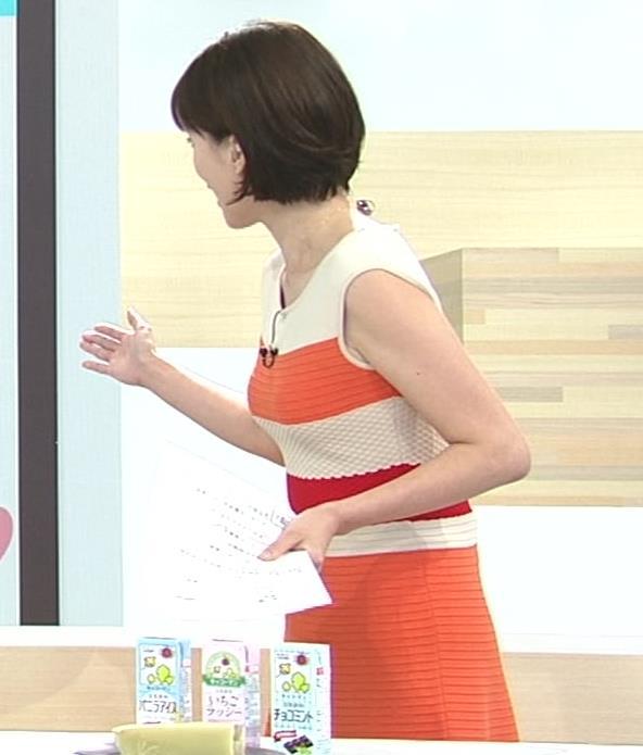 梅津弥英子アナ タイトなワンピースの横乳キャプ・エロ画像