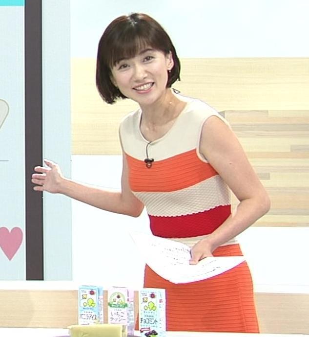 梅津弥英子アナ タイトなワンピースの横乳キャプ・エロ画像2
