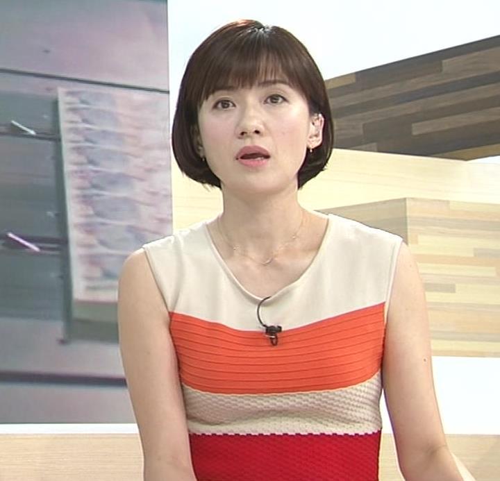 梅津弥英子アナ タイトなワンピースの横乳キャプ・エロ画像3