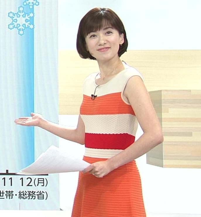 梅津弥英子アナ タイトなワンピースの横乳キャプ・エロ画像8