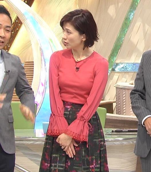 梅津弥英子アナ お胸のところがピンとはってエロいキャプ・エロ画像