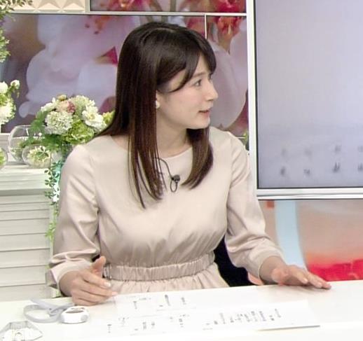 宇内梨沙アナ お胸がいい感じの服キャプ・エロ画像3