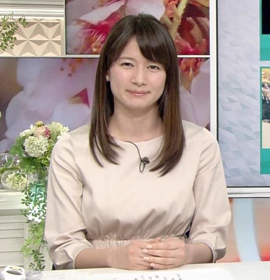 宇内梨沙アナ お胸がいい感じの服キャプ・エロ画像8