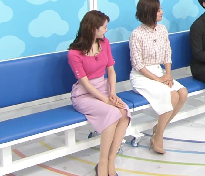 後呂有紗アナ パンツが見えそうな机の下キャプ・エロ画像2