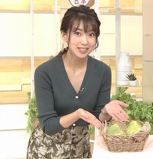 和久田麻由子アナ 胸元開き気味キャプ・エロ画像2