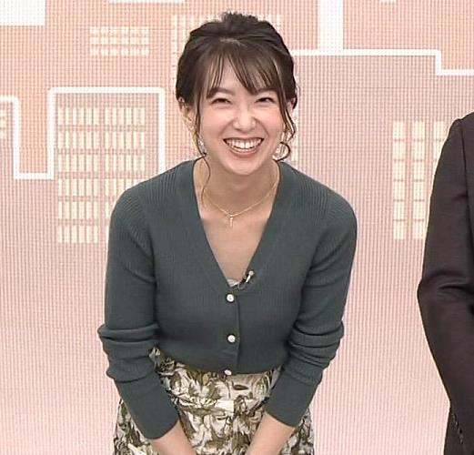 和久田麻由子アナ 胸元開き気味キャプ・エロ画像3