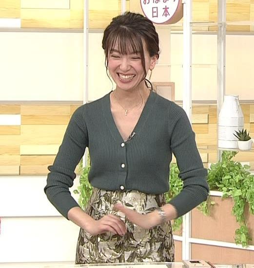 和久田麻由子アナ 胸元開き気味キャプ・エロ画像5