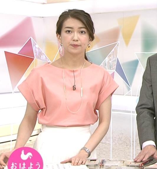 和久田麻由子アナ インナーがチラしてるキャプ・エロ画像
