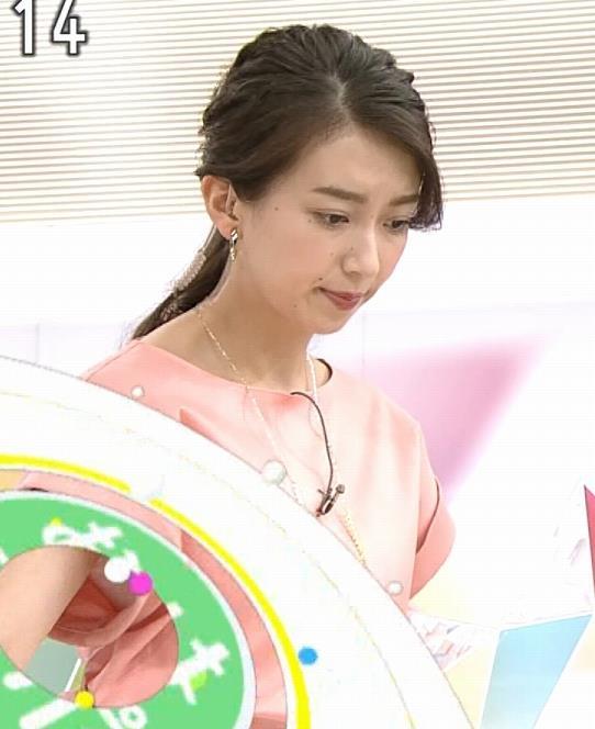 和久田麻由子アナ インナーがチラしてるキャプ・エロ画像2