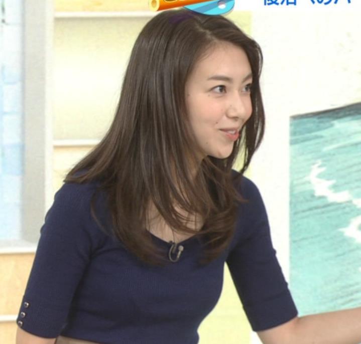 和久田麻由子アナ おっぱいの上をマイクのコードが通ってるみたいですキャプ・エロ画像5