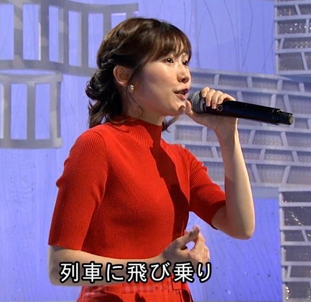渡辺麻友 タイトなニットを着てもあまりお胸が目立たないキャプ・エロ画像4