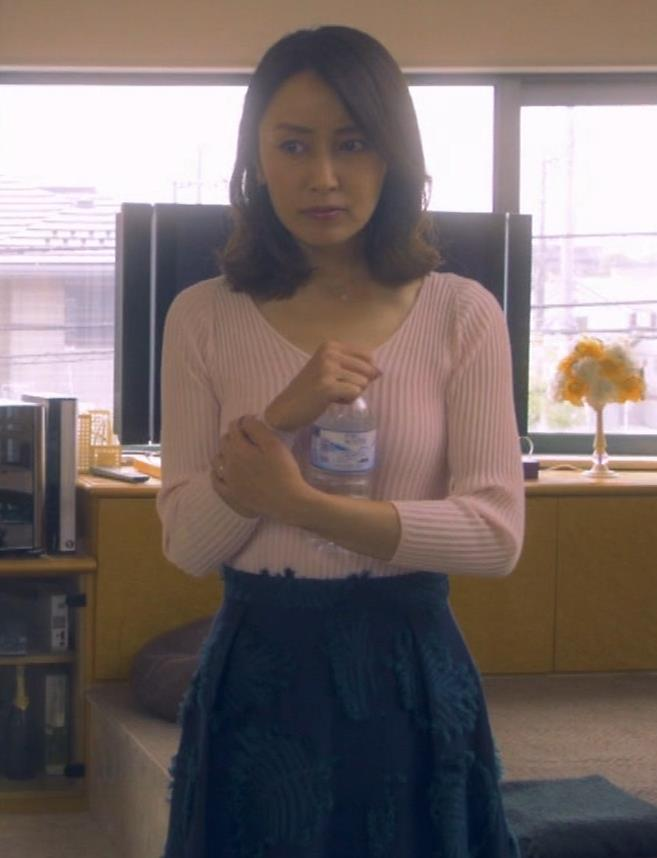 矢田亜希子 ニット乳がまだまだエロいキャプ・エロ画像9