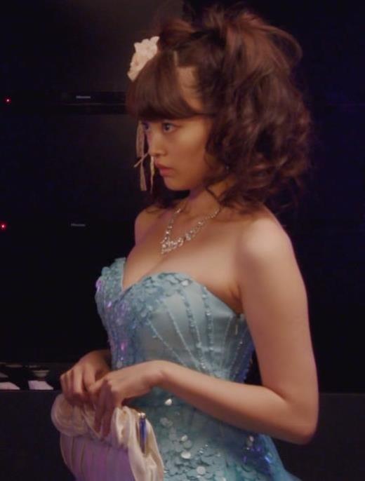 山地まり キャバ嬢ドレスでおっぱい露出キャプ画像(エロ・アイコラ画像)