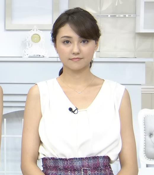 山形純菜 胸元もけっこう露出してるキャプ画像(エロ・アイコラ画像)