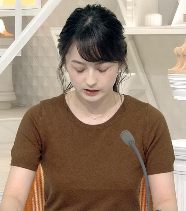 山本恵里伽アナ Tシャツ姿キャプ・エロ画像3