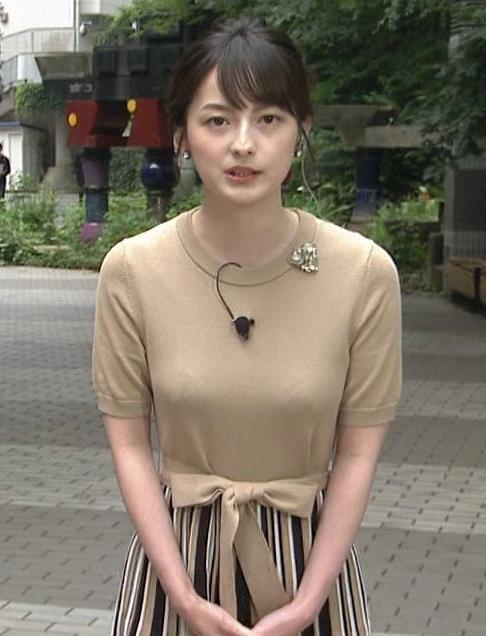 山本恵里伽アナ おっぱいが何気に際立つエロい服キャプ・エロ画像2
