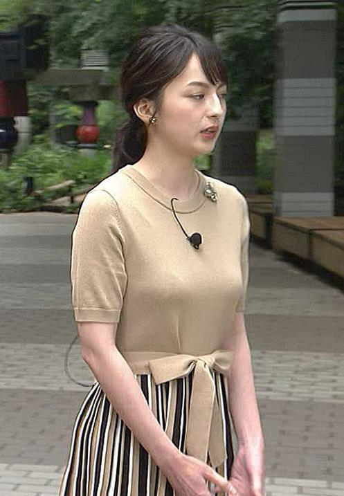 山本恵里伽アナ おっぱいが何気に際立つエロい服キャプ・エロ画像5