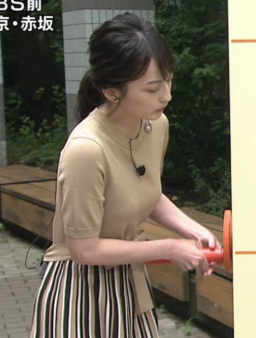 山本恵里伽アナ おっぱいが何気に際立つエロい服キャプ・エロ画像6