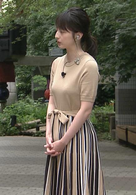 山本恵里伽アナ おっぱいが何気に際立つエロい服キャプ・エロ画像8