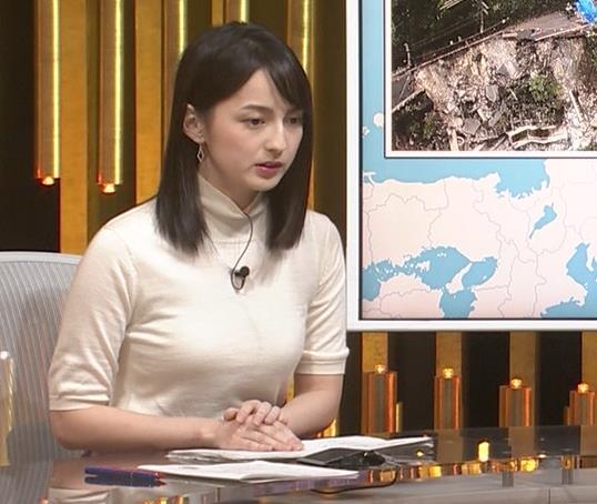 山本恵里伽アナ エロい横乳キャプ・エロ画像2