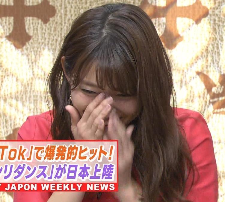 山本里菜アナ スカートひらひらの脚が見えるダンスキャプ・エロ画像11