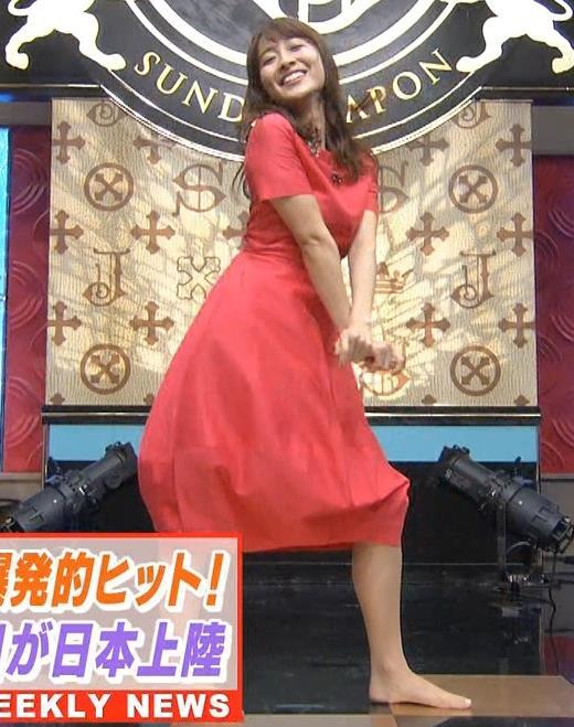 山本里菜アナ スカートひらひらの脚が見えるダンスキャプ・エロ画像9