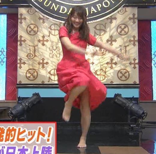 山本里菜アナ スカートひらひらの脚が見えるダンスキャプ画像(エロ・アイコラ画像)