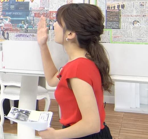 山本里菜アナ クッキリ横乳キャプ・エロ画像