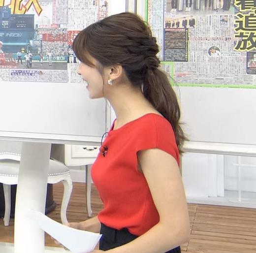 山本里菜アナ クッキリ横乳キャプ・エロ画像2