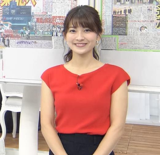 山本里菜アナ クッキリ横乳キャプ・エロ画像3