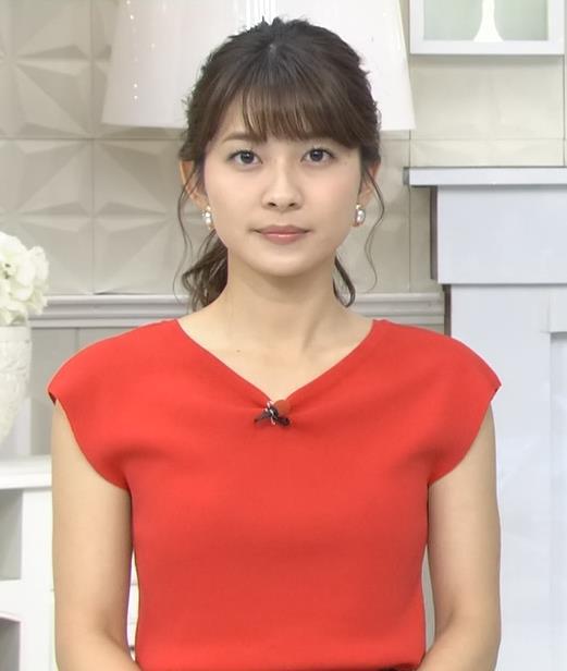 山本里菜アナ クッキリ横乳キャプ・エロ画像4