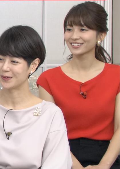 山本里菜アナ クッキリ横乳キャプ・エロ画像5