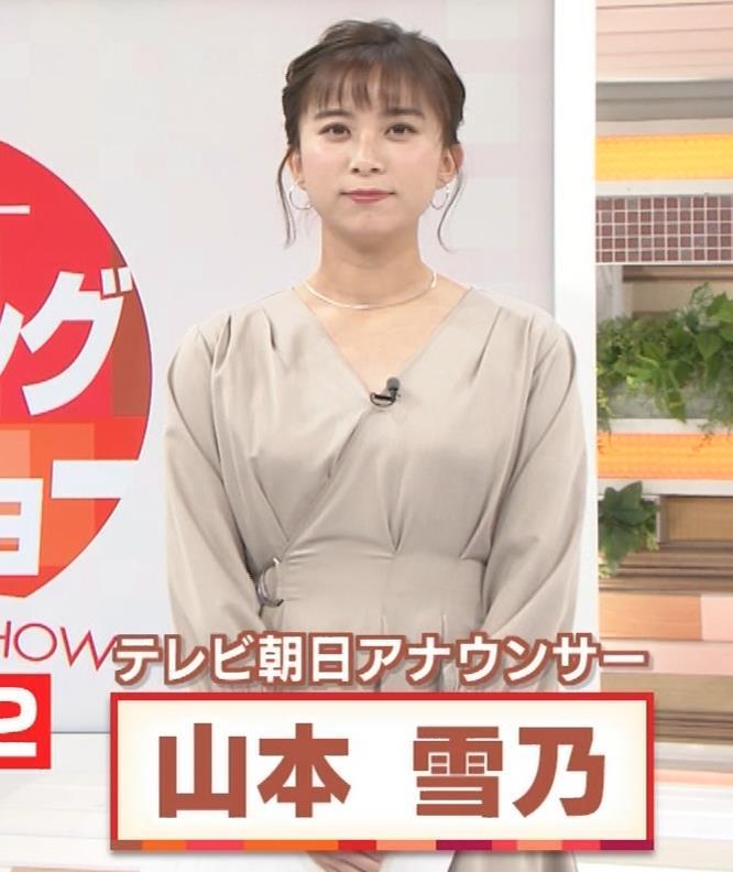 山本雪乃アナ お辞儀で胸元チラキャプ・エロ画像3