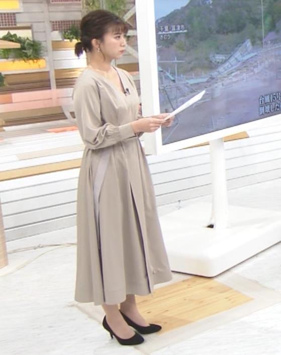 山本雪乃アナ お辞儀で胸元チラキャプ・エロ画像4